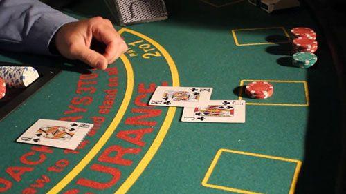 سیگنال های دست بلک جک - آنها را بیاموزید تا به صورت حرفه ای بازی کنند